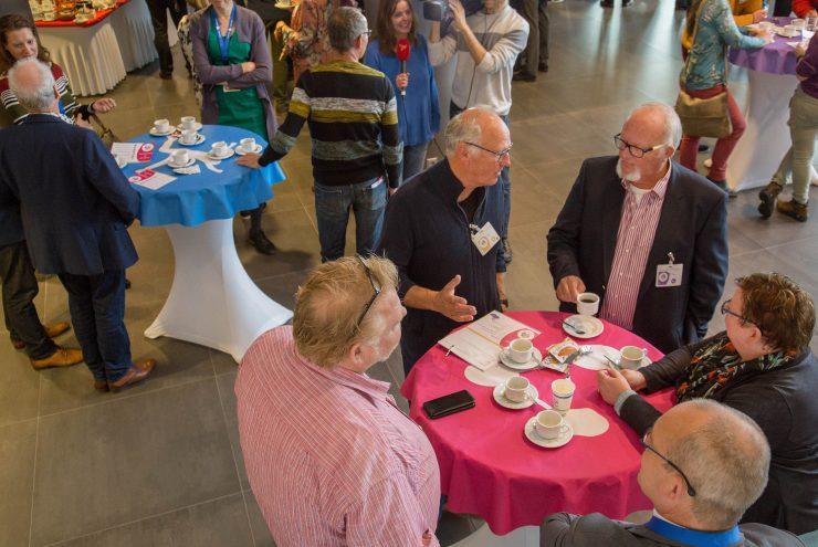 Deelnemers aan de Flevotop met elkaar in overleg