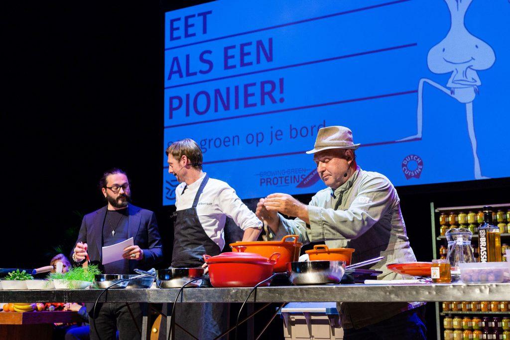 Boer Kok kookt tijdens een kookbattle met Flevolandse sojabonen